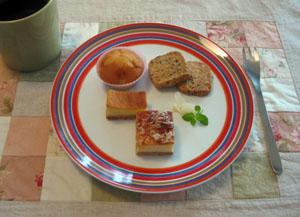 さつまいも・パルメザン 二種のチーズケーキ おからクッキー 梅酒のカップケーキと ティータイム♪