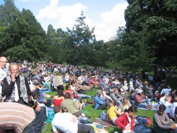 Park+crowds_convert_20090824002112.jpg