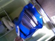 床下収納の中の青い袋