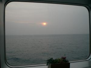 船内からの夕日