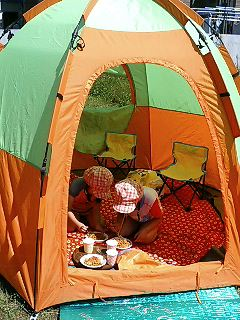 テントまで登場。