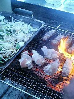 家の前で焼き肉。