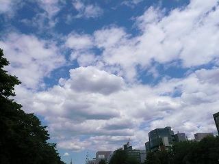 08.06.12大通公園.見上げた空
