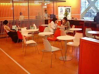 小田急線構内のカフェ