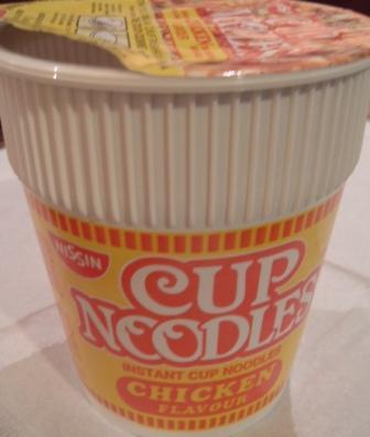 シンガポールのカップヌードルチキン味