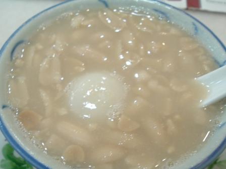 デザートハットで今度はピーナツボールスープ