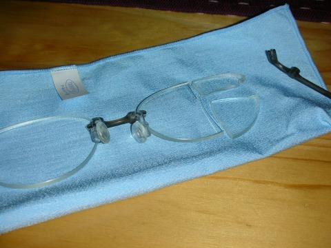 メガネが……
