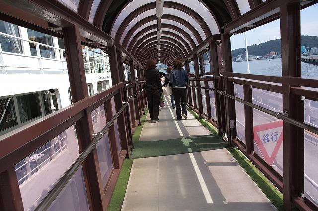 乗船口への通路