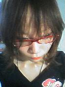 彼女は髪を伸ばしたいついでに眼鏡を買った