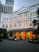 ラッフルズホテル正面玄関
