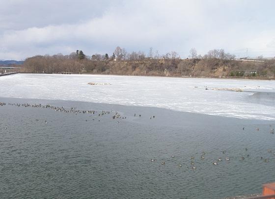 002凍った貯水池