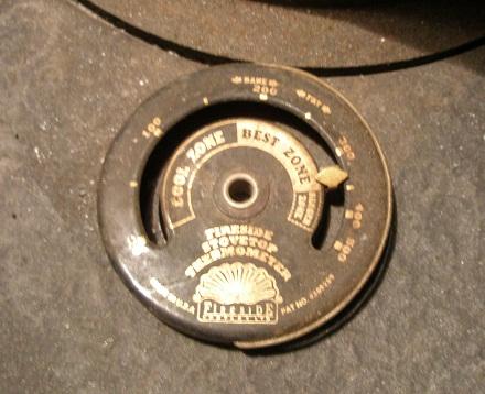 011ストーブの温度計