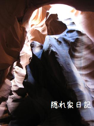 antelope canyon-bear-