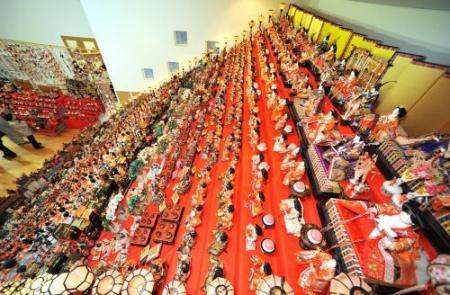 ひな人形:三十段飾り、千体