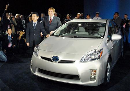トヨタが現行プリウスを190万円に引き下げ インサイトに対抗