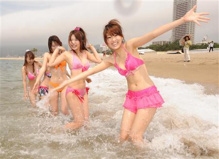 さあ夏だ!神戸・須磨海水浴場で海開き