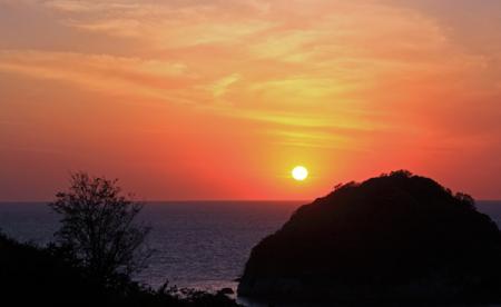 日本海に沈みゆく夕陽
