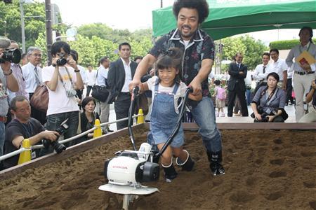 家庭菜園の初心者に強い味方 ミニ耕運機が今秋、相次ぎ発売