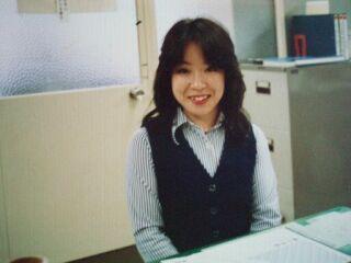 2010直美・聖子カット職場事務服姿