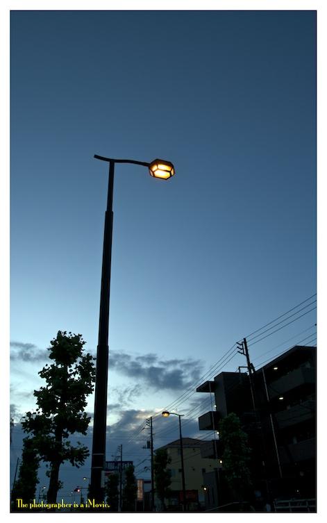 夜明け前の街