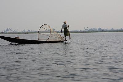 片足漕ぎボートでの漁撈