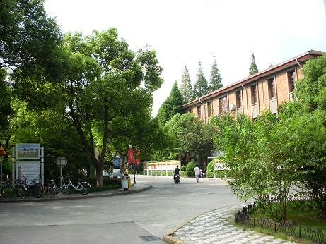 東華大学キャンパス