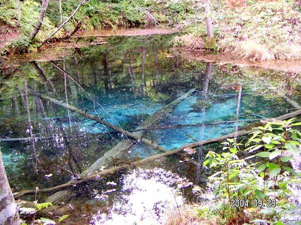 女神の涙を思わせる透明な水