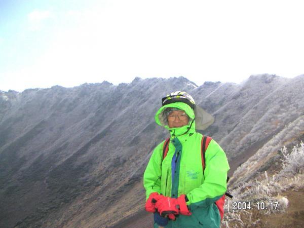 羊蹄山霧氷の火口