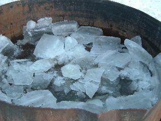 水槽の中の氷