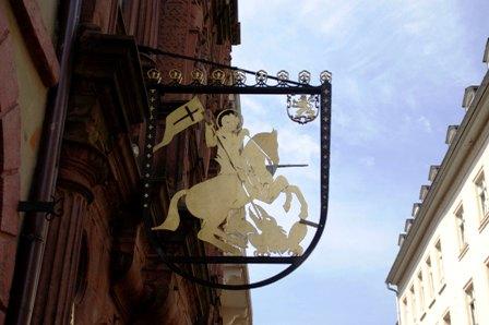 旅館 騎士亭の鉄看板