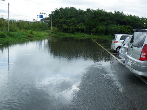 駐車場は水浸し
