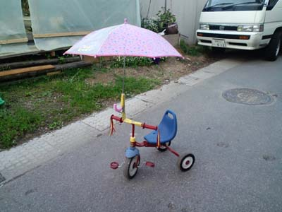 傘付き三輪車