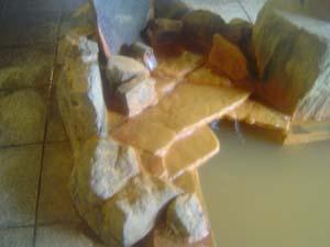 絹糸の湯出湯口