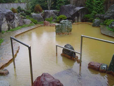 絹糸の湯露天風呂