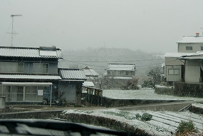 名残雪の景色