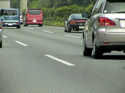 高速道路の車