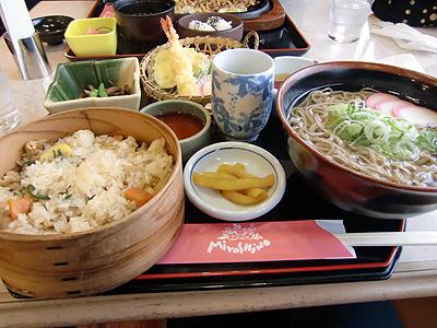 蒜山そばと山菜の炊き込みご飯
