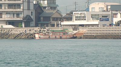 仙酔島に向かう平成いろは丸から見た渡船場