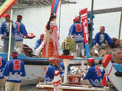 漁船に乗り込む乙姫