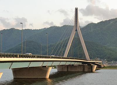 帰宅途中の芦田川大橋
