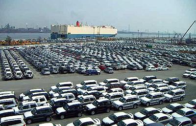 輸出される自動車