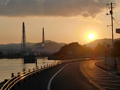 パーキングエリア「エデンの海」から見る夕日