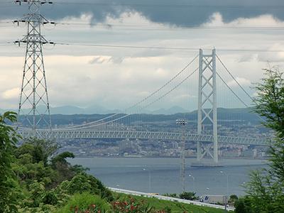 花の谷から見る明石海峡大橋