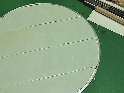 アルミプレートに両面テープを貼る