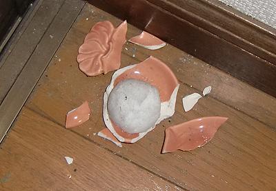 割れた盛り塩の皿