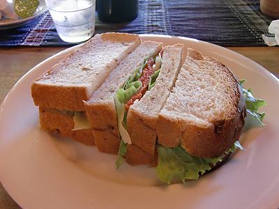 スモークサーモンとクリームチーズのサンドイッチ