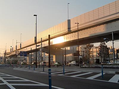 夕日に照らされる広島高速3号線