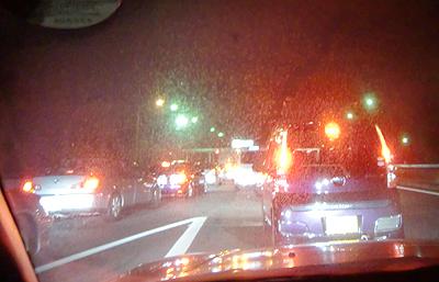 事故渋滞を回避する為に福山西インターで下りる車の波