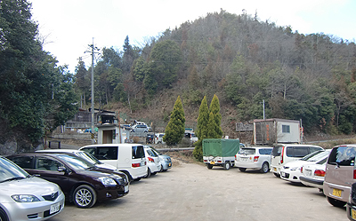 原田ゆうじん温泉駐車場