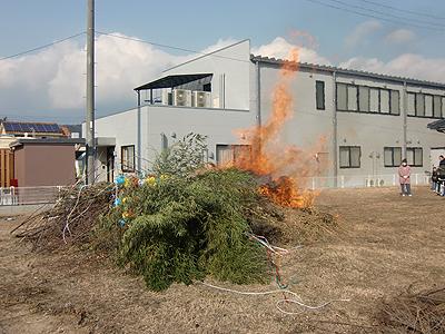 燃え盛るトンド